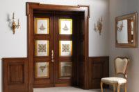распашная дверь с витражом