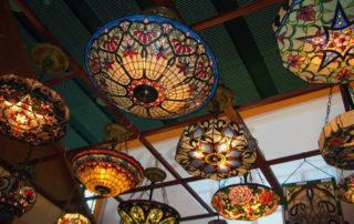 потолочные светильники с витражами в стиле Тиффани