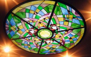 потолочный светильник с витражом Тиффани круглый