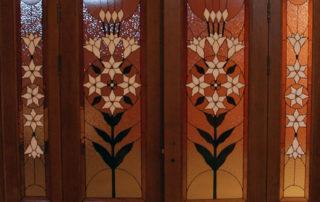 распашные двери с витражами