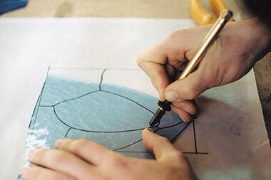 резка стекла на отдельные элементы витража