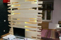 перегородка из дерева для зонирования пространства