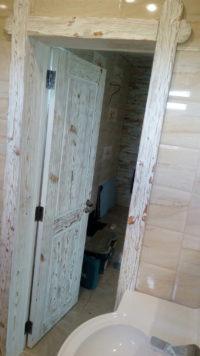 деревянная дверь с брашированием