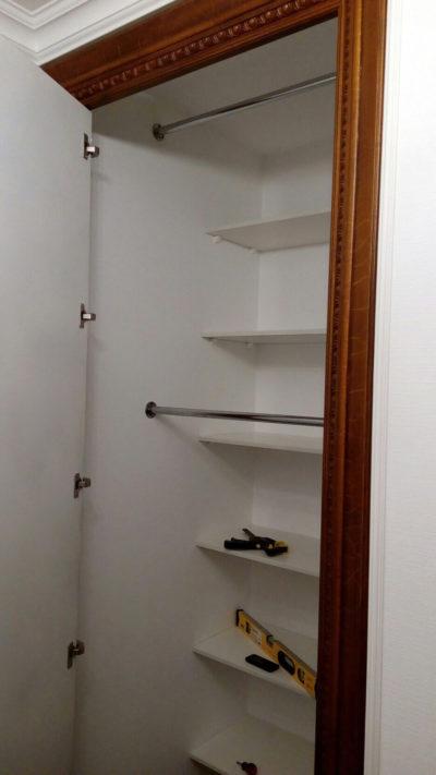 шкаф с зеркальной дверью