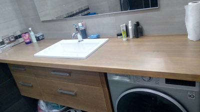 деревянная столешница и тумба в ванную