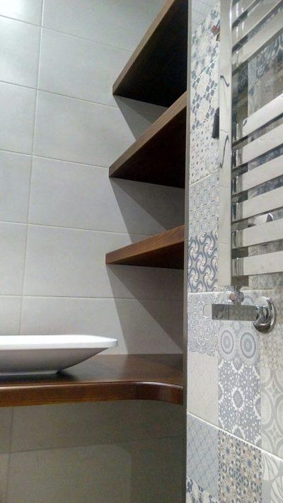 деревянные полки в ванную